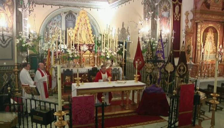 Celebración de los Santos Oficios del Viernes Santo desde la Parroquia de la Asunción en Almonte