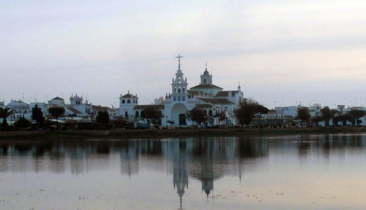 Las Casas de la Virgen del Rocío a través de la Historia por Javier Coronel