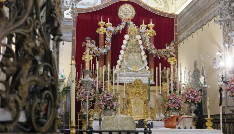Un altar inédito a la Virgen del Rocío para celebrar un Pentecostés distinto en La Parroquia de Almonte