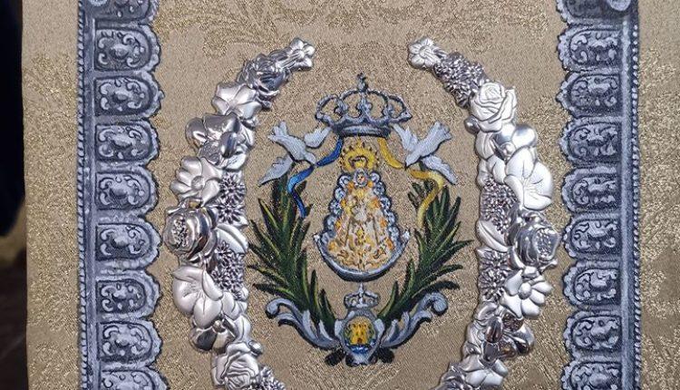 Hermandad de Algeciras – Durante la Función Principal se ha bendecido el nuevo libro de reglas de nuestra Venerable Hermandad.