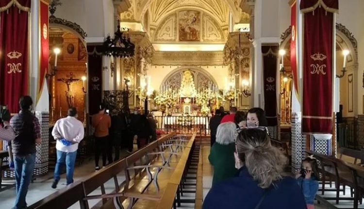 La Parroquia de la Asunción abre sus puertas a las visitas a la Virgen del Rocío