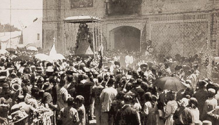 Una antigua y curiosa fotografía de la Procesión de la Virgen del Rocío de los años 20, por Javier Coronel