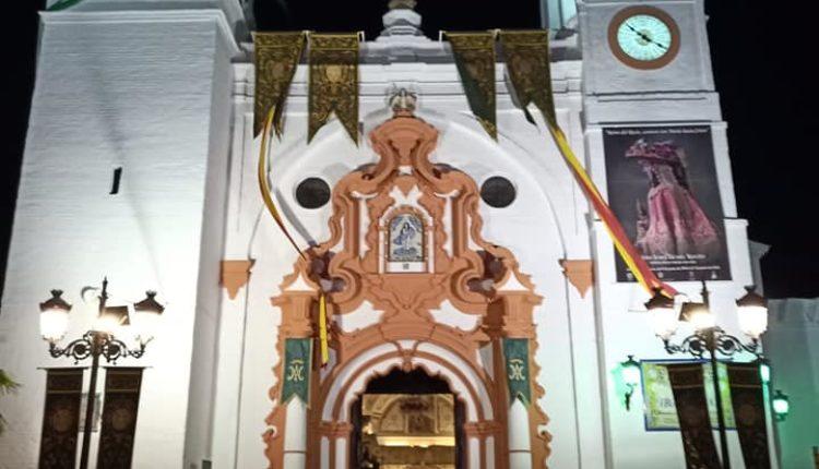La Parroquia de la Asunción adornada para el Rocío Chico 2020