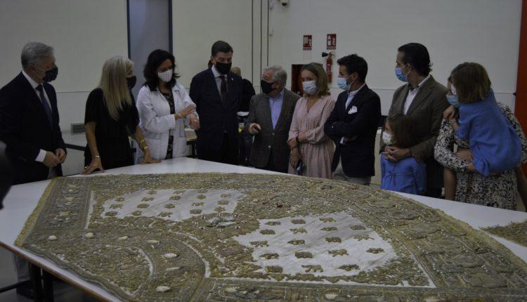 El Instituto Andaluz de Patrimonio Histórico restaurará el Traje de los Apóstoles de la Virgen del Rocío