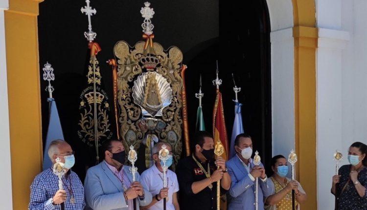 La campana y los tamborileros de Emigrantes anuncian la venida del Espíritu Santo