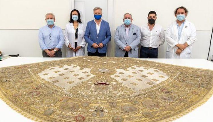 Finalizan los trabajos de restauración del traje de los Apóstoles en el IAPH