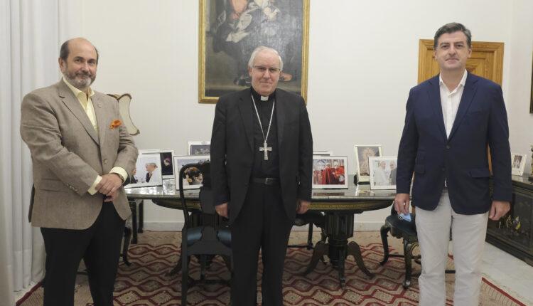 """El arzobispo de Sevilla da su bendición a la magna exposición """"Jubilar Rocío"""""""