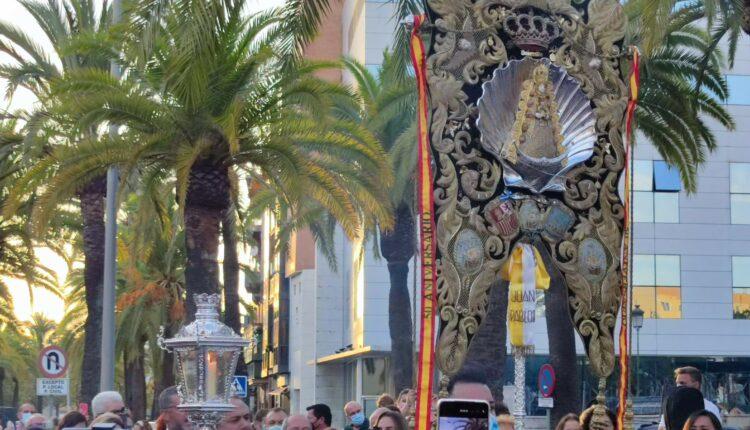 Emigrantes llena de Rocío Huelva en el inicio de la celebración de su cincuentenario