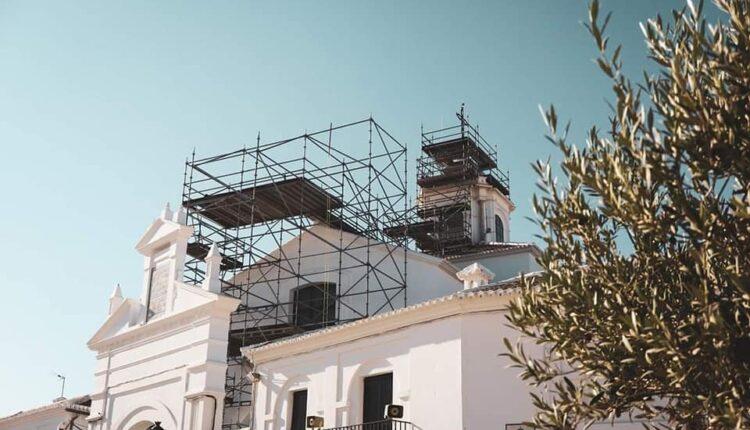 Hermandad Matriz – Segunda fase reposición cerámica ornamental del Santuario del Rocío